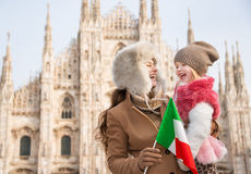 Smiling mother and daughter holding Italian flag near Duomo Stock Photography