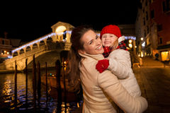 Smiling mother and daughter near Rialto Bridge Christmas Venice Royalty Free Stock Photos