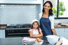 Smiling mother and daughter ready to cook Royalty Free Stock Photography