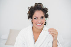 Smiling natural brunette holding thermometer Royalty Free Stock Photos