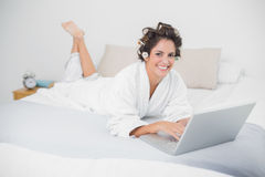 Smiling natural brunette using laptop Royalty Free Stock Image