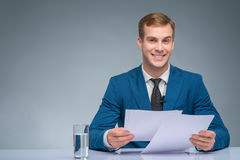 Smiling newscaster during broadcasting Royalty Free Stock Photography
