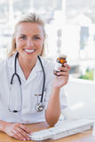 Smiling nurse holding a medicine jar Royalty Free Stock Photography