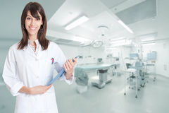 Smiling nurse in operating room Royalty Free Stock Photos