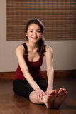 Smiling oriental girl doing fitness exercise Royalty Free Stock Images