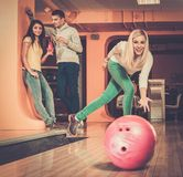 Smiling people playing bowling Royalty Free Stock Images