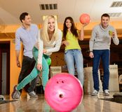 Smiling people playing bowling Royalty Free Stock Photos