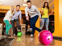 Smiling people playing bowling Royalty Free Stock Photo