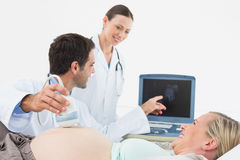 Smiling pregnant blonde having an ultrasound scan Royalty Free Stock Photos