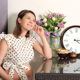 Smiling pregnant woman portrait with a clock. Royalty Free Stock Photos