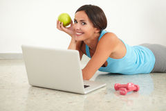 Smiling pretty lady browsing the web Royalty Free Stock Images