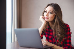 Smiling pretty woman using laptop computer Royalty Free Stock Image