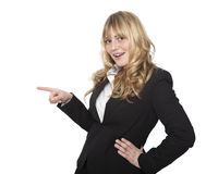 Smiling saleslady pointing to the left Royalty Free Stock Images