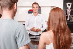 Smiling salesman in front of customers Royalty Free Stock Photography