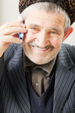 Smiling senior with cellphone Royalty Free Stock Photography