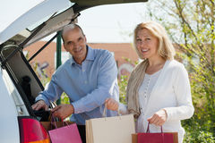 Smiling senior couple with bags Royalty Free Stock Photography