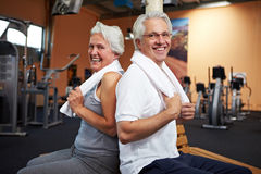 Smiling senior couple in gym royalty free stock images