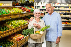 Smiling senior couple holding basket with vegetables Royalty Free Stock Photography