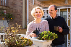 Smiling senior couple outdoors Royalty Free Stock Photography