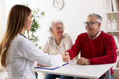 Smiling senior man patient shakes hands with doctor Royalty Free Stock Photos