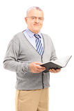 Smiling senior man reading a book Royalty Free Stock Images