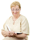 Smiling senior woman reading Royalty Free Stock Photos