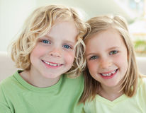Smiling siblings Royalty Free Stock Photography