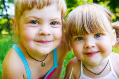 Smiling sisters Royalty Free Stock Photos