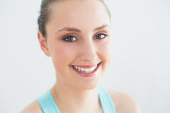 Smiling sporty woman against wall Royalty Free Stock Photos
