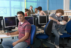 Smiling student studying in computer lab Royalty Free Stock Photos