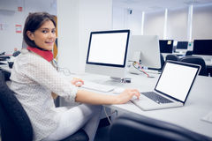 Smiling student working on computer Royalty Free Stock Photos