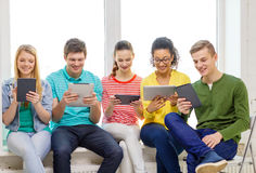 Smiling students with tablet pc computer Royalty Free Stock Photos
