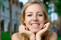 Smiling teenage girl at the park Royalty Free Stock Photography