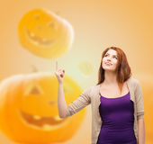 Smiling teenage girl pointing finger up Royalty Free Stock Images
