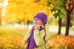 Smiling teenage girl relaxing in autumn Park yellow.yellow.autumn portrait of baby in maple leaf stock images