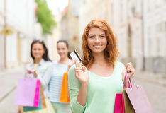 Smiling teenage girls with shopping bags on street Royalty Free Stock Photos