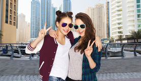Smiling teenage girls in sunglasses showing peace Royalty Free Stock Image