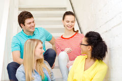 Smiling teenagers hanging out Royalty Free Stock Photos