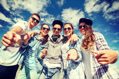 Smiling teenagers in sunglasses hanging outside Stock Photos