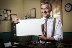 Smiling vintage businessman holding a blank sign Royalty Free Stock Photos