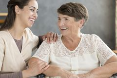 Smiling volunteer and elderly woman Royalty Free Stock Photos