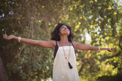 Smiling woman with arms outstretched Royalty Free Stock Images