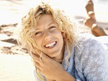 Smiling woman on beach Royalty Free Stock Photos