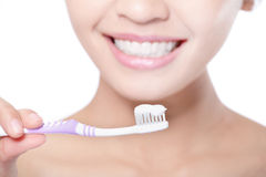 Smiling woman cleaning teeth with toothbrush Stock Photography