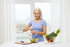 Smiling woman cooking vegetable salad at home Royalty Free Stock Photos