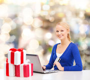 Smiling woman with credit card and laptop Royalty Free Stock Photo