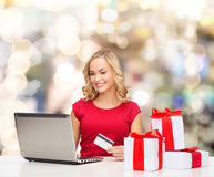 Smiling woman with credit card and laptop Stock Photography