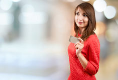 Smiling woman with credit card Royalty Free Stock Photos