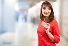 Smiling woman with credit card Royalty Free Stock Photography