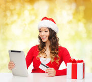 Smiling woman with credit card and tablet pc Royalty Free Stock Photo